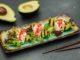 авокадо-гриль с крабом в цитрусовом соусе
